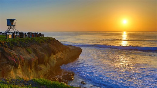 Watch the beauiful sunset at La Jolla Cove, San Diego