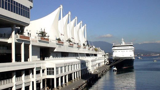 In Vancouver, you will experience city life surrounded by ocean and mountain ranges.