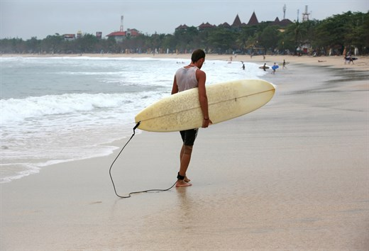 Become friends with your surfboard in Bali