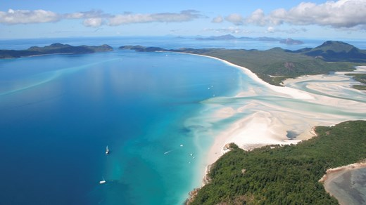 Go sailing in the beautiful Whitsunday Islands
