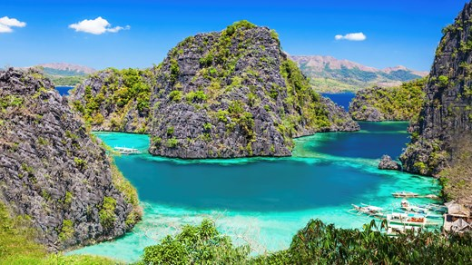 The famous lime stone rocks in El Nido
